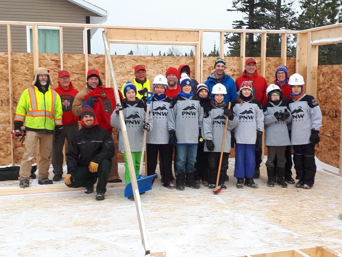 Rangers and Peewee Hockey teams help out